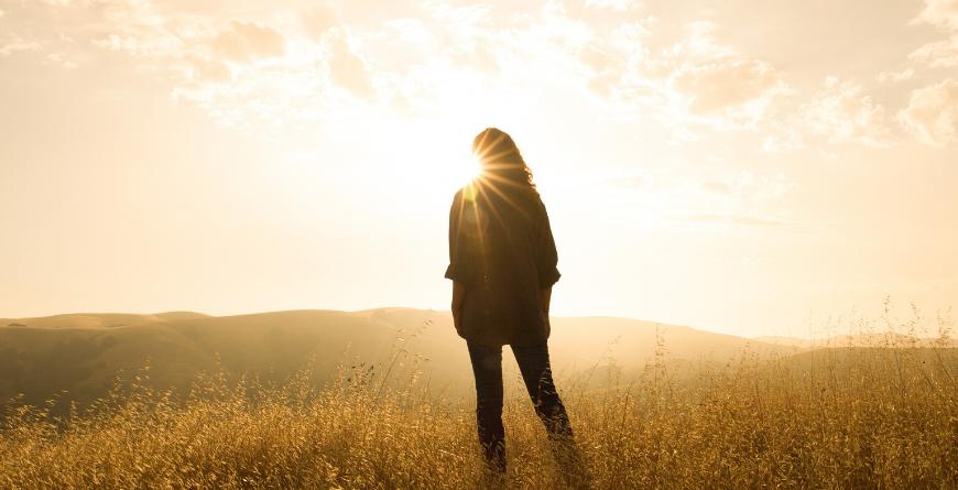 sunrise woman doelen behaald wensen gemaakt waarmaken behalen mijlpaal succes
